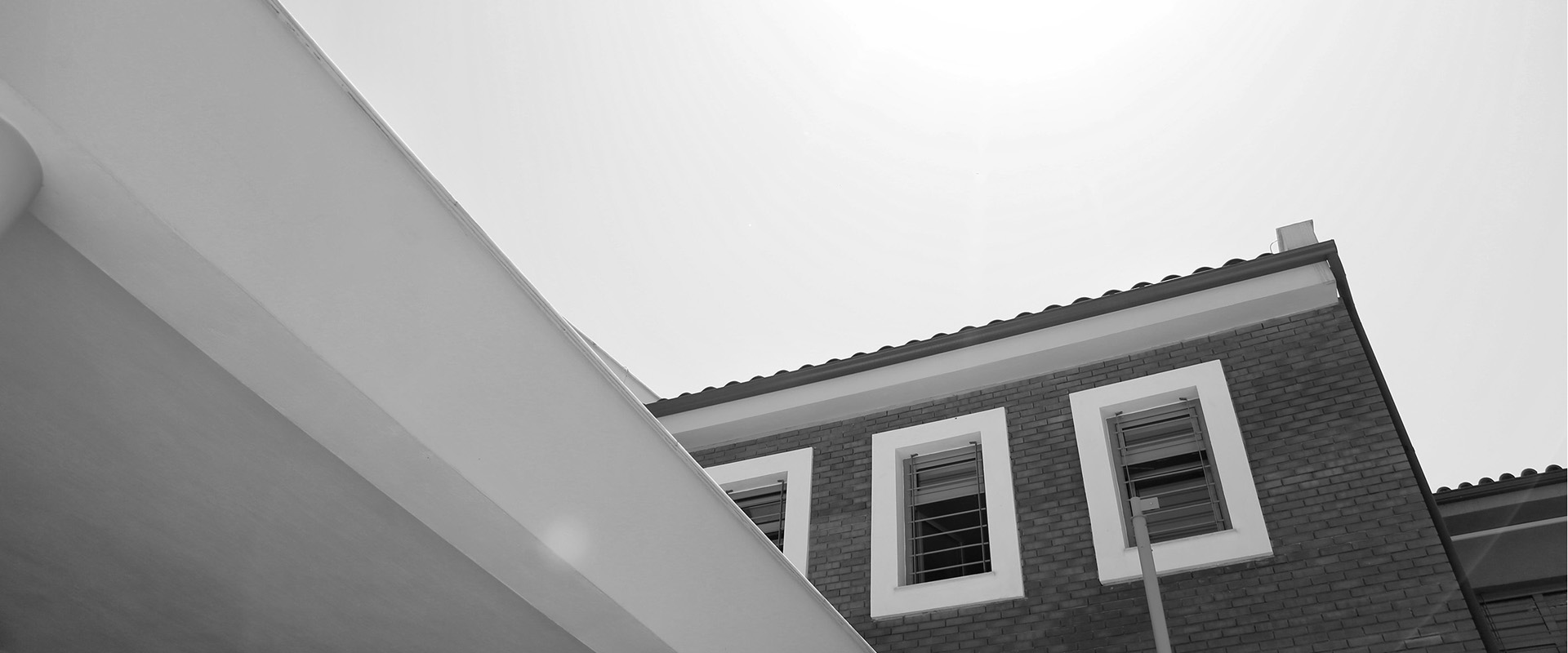 building-back-and-white